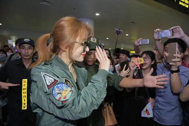 Đến Hà Nội vào nửa đêm, EXID khiến fan Việt phát cuồng vì nhan sắc xinh không tì vết! - Ảnh 4.