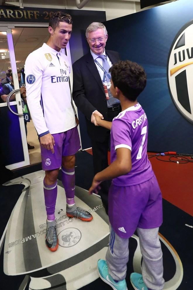 Ronaldo và những ngày không quên ở MU (kỳ 3): Từ cậu bé khóc nhè vi bị mắng mỏ đến con rơi của thầy Sir Alex