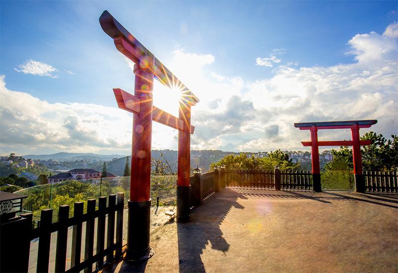 Linh Quy Pháp Ấn: Điểm qua ngôi chùa có cổng trời đẹp như mơ ở Bảo Lộc