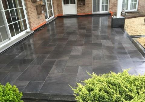 terras renoveren met keramische tegels