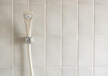 風呂場のタイルのしつこい水垢汚れの落とし方!クエン酸掃除術
