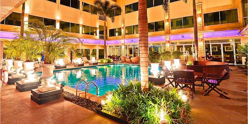 泰國曼谷住宿 | 素坤逸秋飯店 Qiu Hotel Sukhumvit(BTS On Nut)-離BTS超近、有游泳池、CP值不錯的住宿酒店。路口還有一間大間的7-11哦。