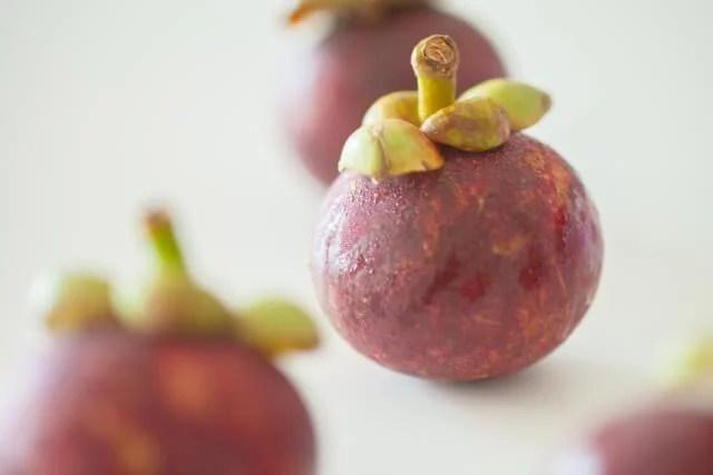 果物の女王と呼ばれるマンゴスチンの食べ方と栄養効果