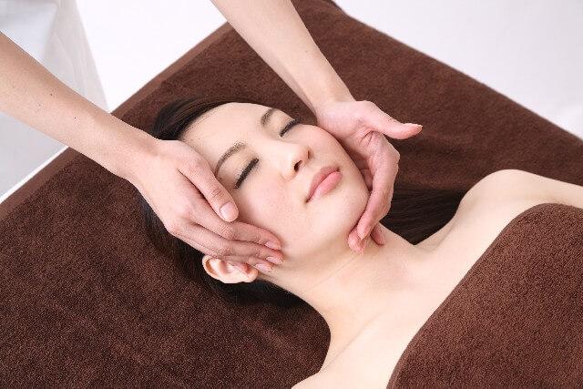 かっさマッサージによる美容や健康の効果とは?