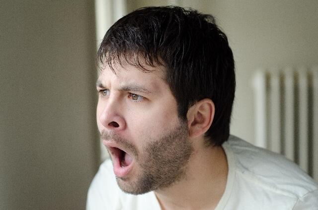 顔に湿疹が!かゆい症状の原因は?