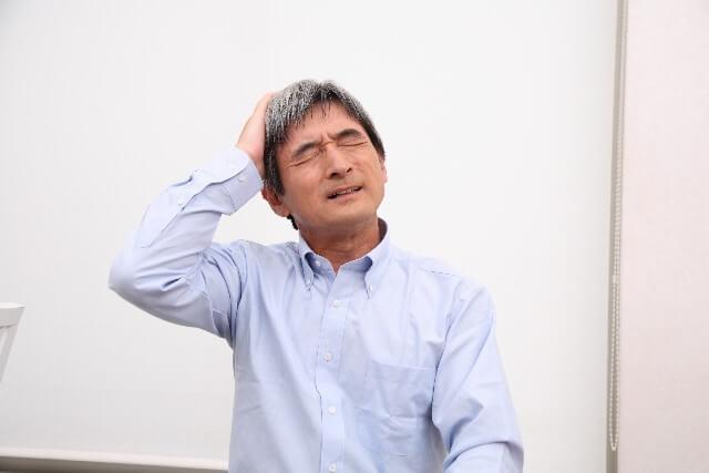 頭痛が後頭部にある時、首筋の痛みや吐き気もある時の原因は?