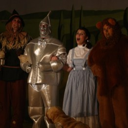 Wizard of Oz - Dorothy, Lion, Tin Man, Scarecrow, Toto off to Find the Wizard