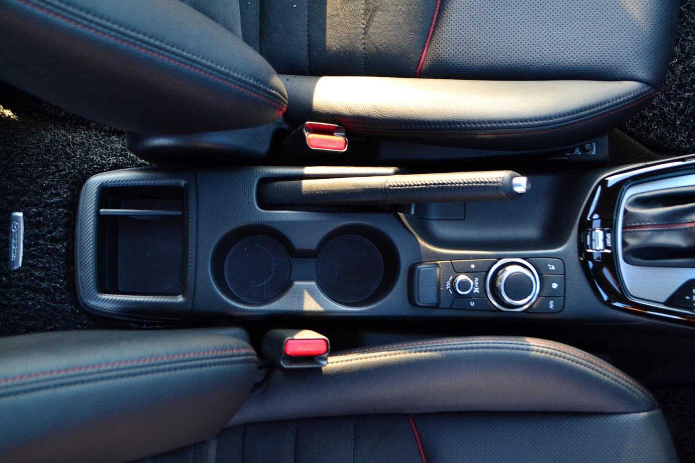 hight resolution of only the hr v has a center armrest with a compartment in this group and