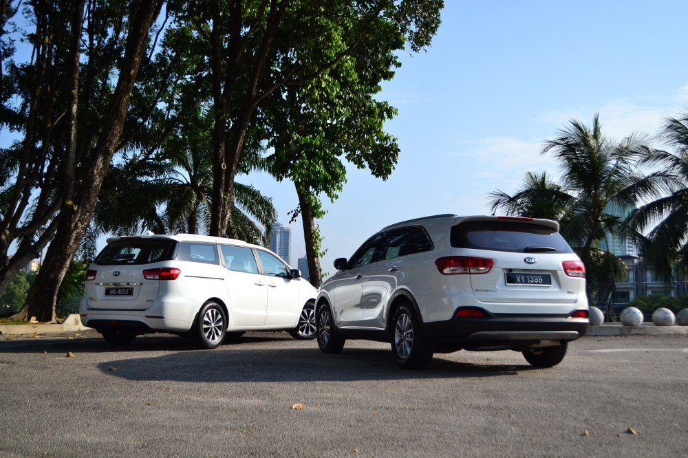 medium resolution of from a convenience point of view the powered sliding doors of the mpv carnival is much more preferred compared to the normal doors of the sorento
