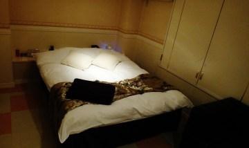 Kobe Hotel Jaguar bedroom