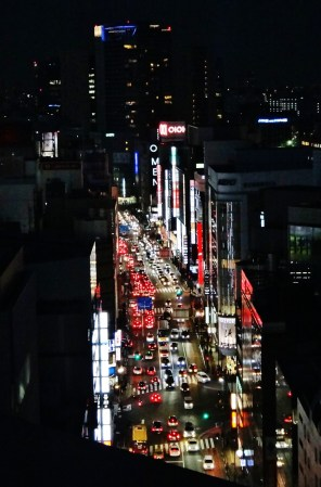 shinjuku-sanchome-takashimaya-shinjuku-roof
