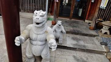 shinagawa-restaurant-godzilla-statues