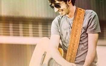 Mo Pitney discusses his balance of family, faith, and music
