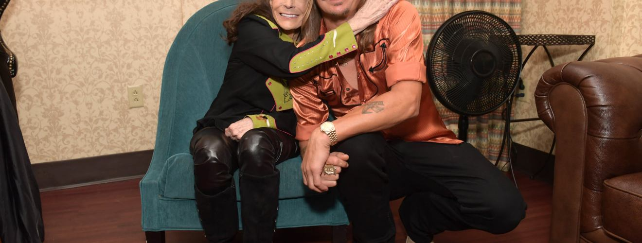 Loretta Lynn with Kid Rock at the NSAI Songwriter Awards on September 17, 2019. Kid Rock presented Loretta wiht the Kris Kristofferson Lifetime Achievement Award. Credit: Jason Kempin / Getty Images for NSAI