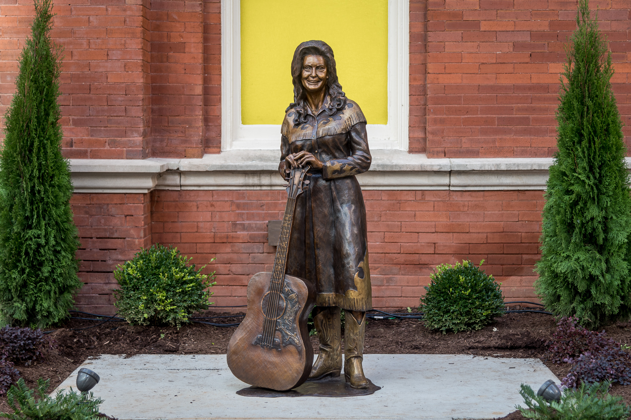 Loretta Lynn statue added to Ryman Auditorium