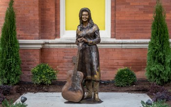 Loretta Lynn statue added to Ryman Auditorium