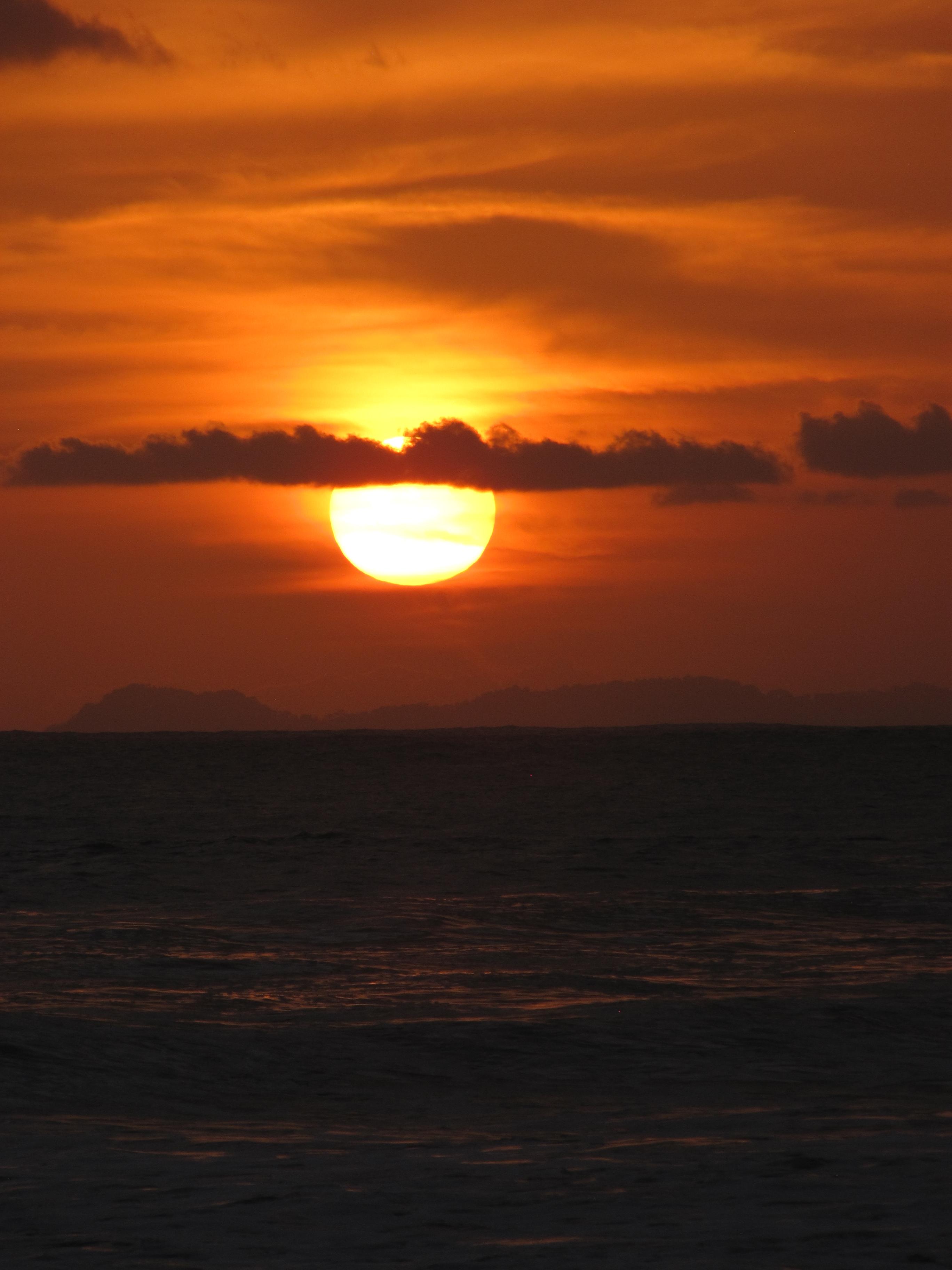 BERBURU SUNSET DI PANTAI JETIS  Kenunks Blog