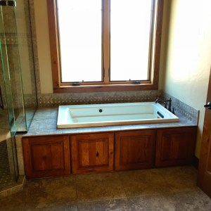 Built-in jetted tub