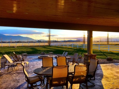 Montana view sunset patio custom homebuilder