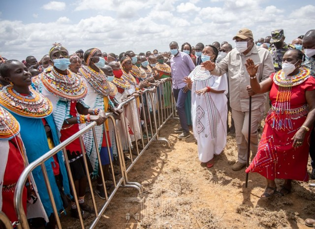 Do not entertain RUTO in your midst, he will snatch even your wives – UHURU now incites Kenyans against his own DP