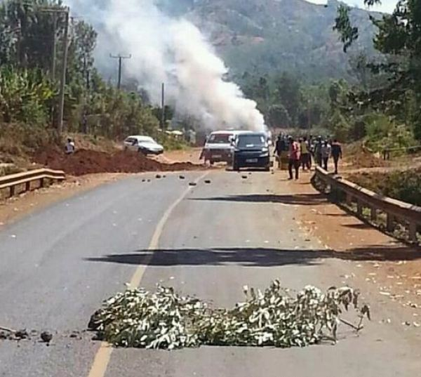 Meru University students block roads as they engage police trying to disburse them