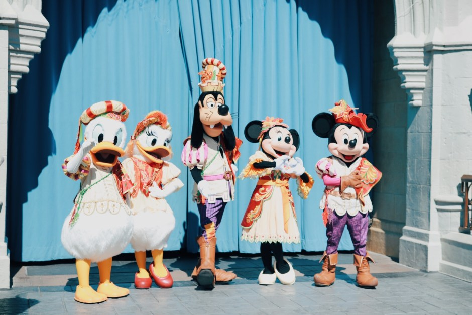 Donald Duck, Daisy Duck, Goofy, Minnie Mouse and Mickey Mouse