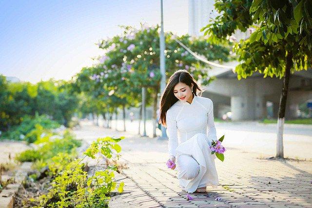 lac-buoc-vi-mai-ngam-le-song-ngan-dep-tinh-khoi-voi-ao-dai-trang (11)