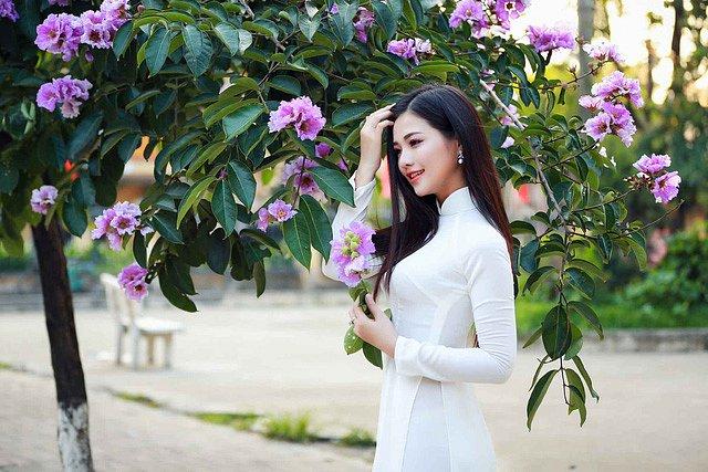 lac-buoc-vi-mai-ngam-le-song-ngan-dep-tinh-khoi-voi-ao-dai-trang (8)