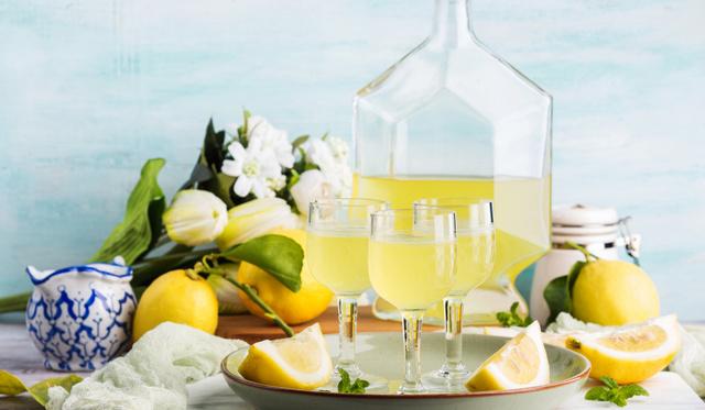 Egy tuti gasztroajándéktipp: borsos-mézes limoncello