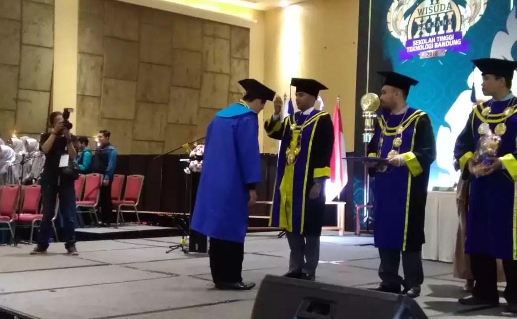 Wisuda XIII STTB, Sarjana Siap Meniti Karir