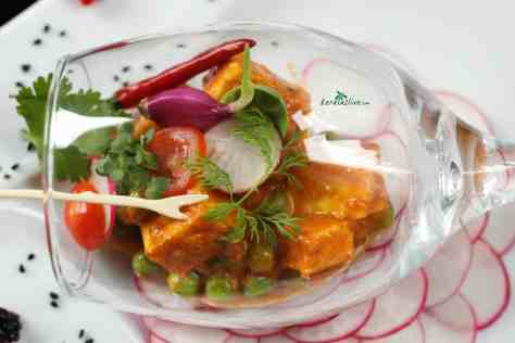 Matar Paneer is a simple Indian food recipe prepare with green peas and cottage cheese that are cooked in a creamy tomato based curry. Goes well with roti and naan.