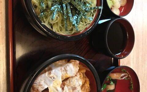 本日の夕食は新宿二丁目更科でカツ丼セット・ざる大盛りを頂きました。