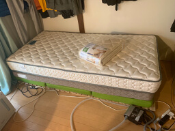 【フランスベッド マットレス ZT-FA-033】と【東京西川 ベッドパッド シングル コットン】を購入してみた。流石は一流メーカーの品物ですね。長い目でみたら安いのかな?