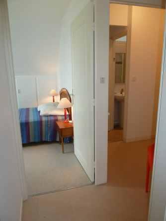 Appartement-4- Chambre et salle de bain
