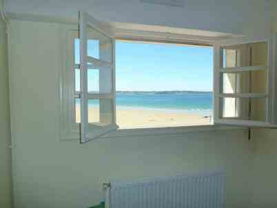 Appartement-4- Vue du salon sur la plage de kervel - plonevez porzay