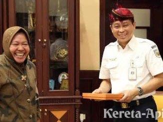 Wali Kota Surabaya Tri Rismaharini dan Direktur Utama PT KAI Ignatius Jonan