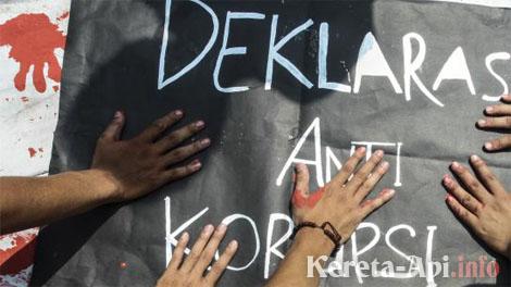 KPK & KAI Kampanye Anti Korupsi Lewat Konser Ngamen di Stasiun Cirebon