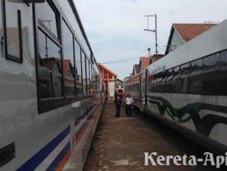 Kereta tambahan - surabaya.tribunnews.com