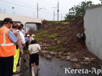 Jalan menuju Bandara Soekarno-Hatta longsor - www.tribunnews.com