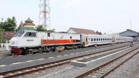 Kereta Api Lokal Blitar - news.detik.com