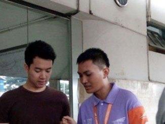 Petugas Customer Service Mobile di Stasiun Malang - jatim.tribunnews.com