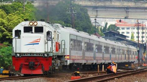 Kereta Api Jayakarta Premium