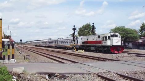 Kereta Api Argo Wilis - (YouTube: Fikri RF06)