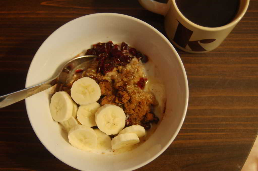 Hearty Oatmeal with sliced banana