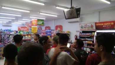 Photo of Empat Kawanan Perampok Bersenpi Gasak Alfamart di Muara Tembesi