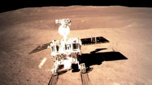 Yutu 2, kendaraan robotik milik badan antariksa Cina, mendarat dari wahana Chang'e-4 di sisi jauh Bulan pada Kamis (3/1). [AFP/CNSA)