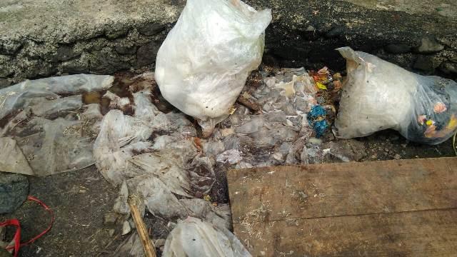 Pasar Bedeng 8 Kayu Aro dipenuhi sampah