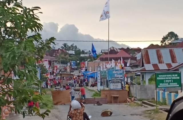 Situasi Pemblokiran Jalan di Desa Seleman Kecamatan Danau Kerinci Kabupaten Kerinci Provinsi Jambi