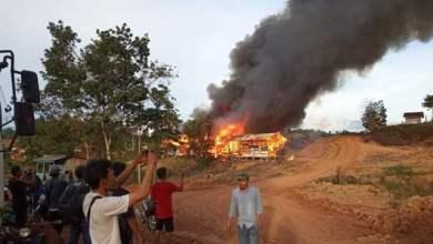 Photo of Dua Unit Base Came Perusahaan di Sarolangun Dibakar Massa