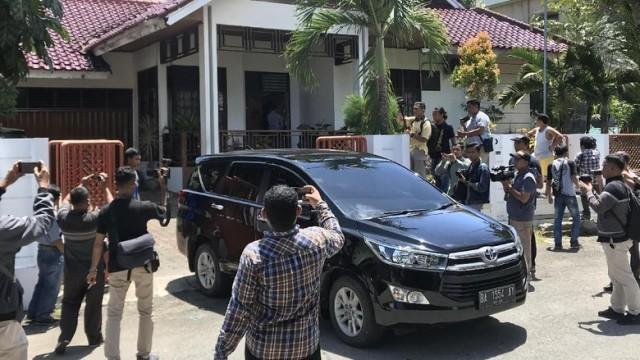 Photo of KPK Geledah Rumah Muzni Zakaria Bupati Solok Selatan Sumatra Barat